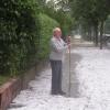 Diese Aufnahme entstand drei Stunden nach dem verheerenden Hagelunwetter in der Urachstraße in Freiburg. Quelle: Badische Zeitung Online Foto: Christian Schmidt